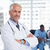 """В """"земские доктора"""" смогут пойти врачи предпенсионного возраста"""