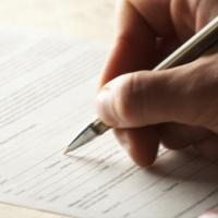 Подав заявление о переходе на электронную трудовую книжку, нельзя вновь требовать ведения бумажной трудовой