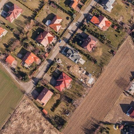 ФНС России пояснила особенности применения вычета по земельному налогу для военных пенсионеров