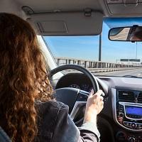 Когда предоставление работнику автомобиля не делает его водителем?
