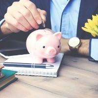Неработающих пенсионеров могут освободить от НДФЛ с доходов по банковским вкладам