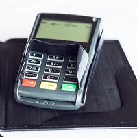 Банкам рекомендовано уведомлять о размере комиссий в банкоматах и платежных терминалах