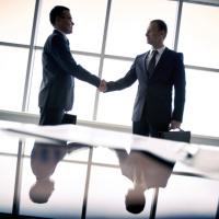 """Госкорпорациям """"Росатом"""" и """"Роскосмос"""" могут разрешить заключать контракты с организациями, входящими в их состав, без торгов"""