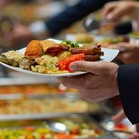 При предоставлении продуктов питания сотрудникам организации право на вычет НДС зависит от того, осуществляется ли персонификация
