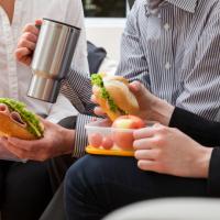 Нужно ли оплачивать обеденный перерыв, если работник не может покинуть рабочее место?