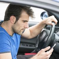 Предлагается привязать госномер транспортного средства к номеру сотового телефона или адресу электронной почты его владельца