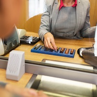 На вопрос, можно ли включать комиссию банка в квитанцию ЖКХ, ответил ВС РФ