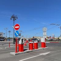 """ВС РФ: парковаться перед въездом на платную парковку можно """"даром"""", даже если машина мешает проезду"""