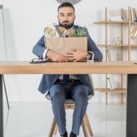 Работодатель не вправе удерживать трудовую книжку при увольнении, даже если обходной лист не подписан