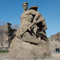 Общественная палата РФ потребовала защитить памятники военнослужащим