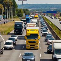 На портале РОИ размещена инициатива о запрете движения грузового транспорта в часы наибольшей загруженности трасс