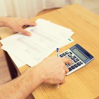 Физлицо вправе уменьшить доход по договору уступки права требования на расходы по приобретению этого права