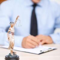 Использование абонентской системы юридического обслуживания не лишает сторону права на возмещение судебных расходов