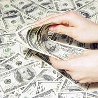 С будущего года для российских граждан, проживающих за границей, будет отменен валютный контроль