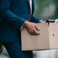Увольнение работника за предоставление подложных документов: разъяснения Роструда