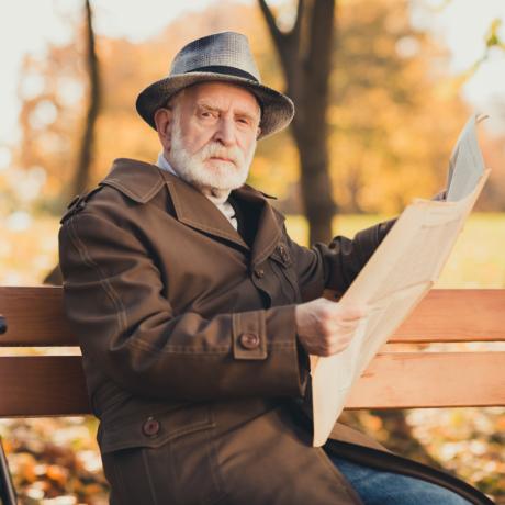 Работодатель обязан уволить работника по его желанию в связи с выходом на пенсию, даже если вахта не закончена