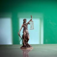 Суд не счел сезонное отсутствие работы основанием для простоя