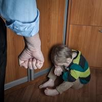 Побои в отношении близких лиц больше не считаются преступлением