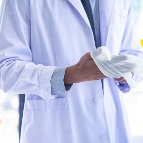 Утверждены детские стандарты медпомощи при туберкулезе и болезни Ниманна-Пика и взрослый стандарт помощи при катаракте