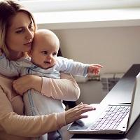 Суд: сокращение рабочего времени на один час в день недостаточно для сохранения пособия по уходу за ребенком