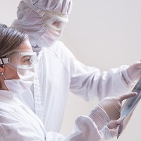 Работающим с COVID-19 медработникам установлены специальные выплаты до конца 2021 года