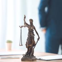 Адвокат вправе требовать письменной фиксации обстоятельств досмотра его вещей и одежды при посещении СИЗО