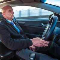 Иностранцев могут обязать менять водительские права после полугода проживания в России