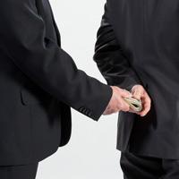 Организации в отдельных случаях могут освободить от ответственности за незаконное вознаграждение от имени юридического лица