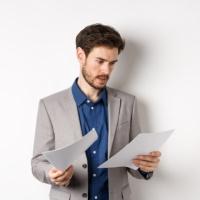Наличие у лица юридического образования не лишает его права на возмещение расходов на представителя