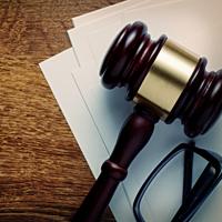 Обвиняемые, дела против которых были прекращены по формальным основаниям, смогут добиваться признания их невиновными через суд