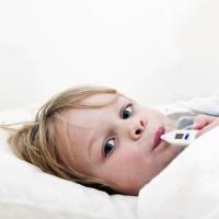 """До конца года в РФ ввезут почти 2 тыс. упаковок """"Онкаспар"""" для тяжелобольных детей"""
