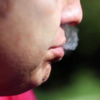 """На пачках сигарет запретят писать """"легкие"""" или """"с низким содержанием смол"""""""