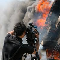 Для пострадавших при выполнении работы в особых условиях сотрудников СМИ установлены дополнительные компенсации