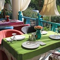 Рестораторы предлагают открыть летние веранды ресторанов и кафе и разрешить доставку алкоголя