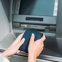 В России могут ввести запрет на взимание банковской комиссии за внутрибанковские денежные переводы