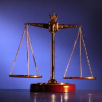 КС РФ: на обыске в организации может присутствовать адвокат ее учредителя